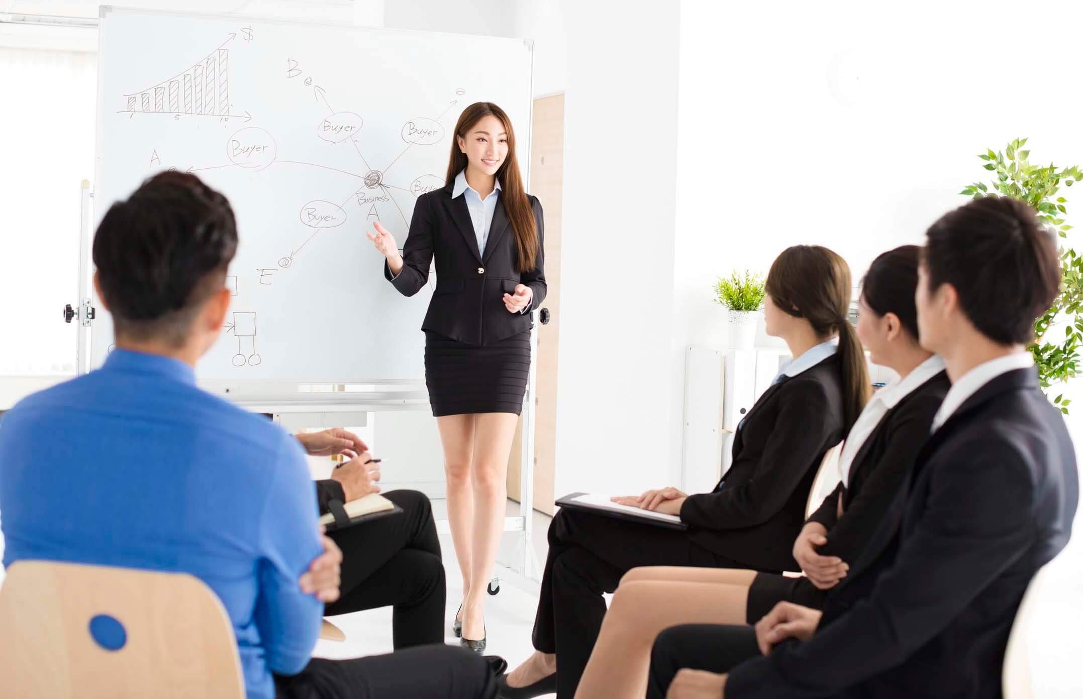 Bí quyết thuyết trình thu hút khán giả từ những giây đầu tiên