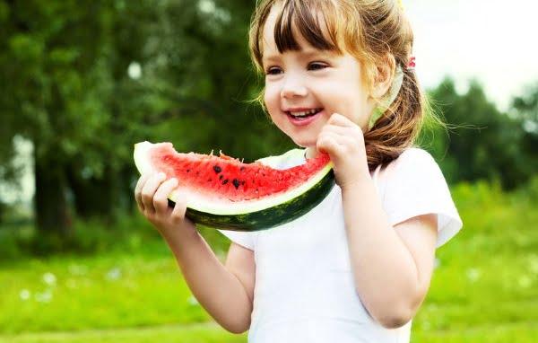 Tác dụng đặc biệt của dưa hấu với sức khỏe trẻ em